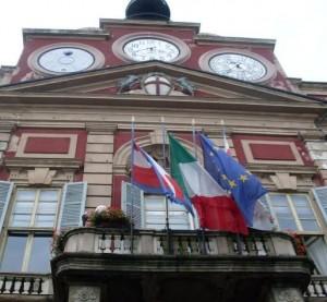 182586933_comune_palazzo_rosso